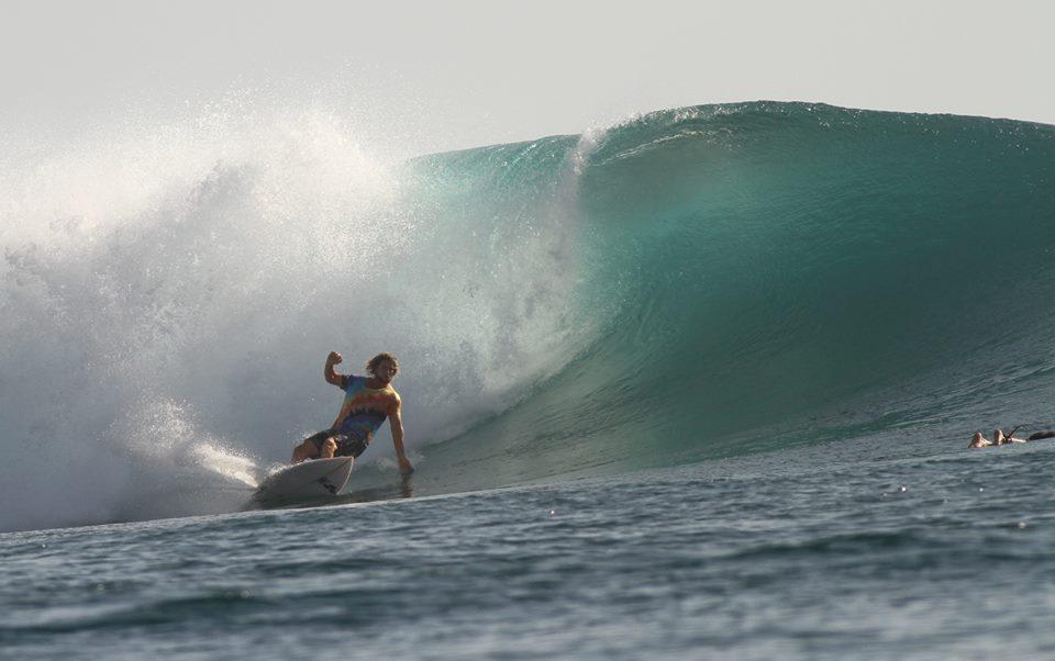 dan-turnbull-surfing